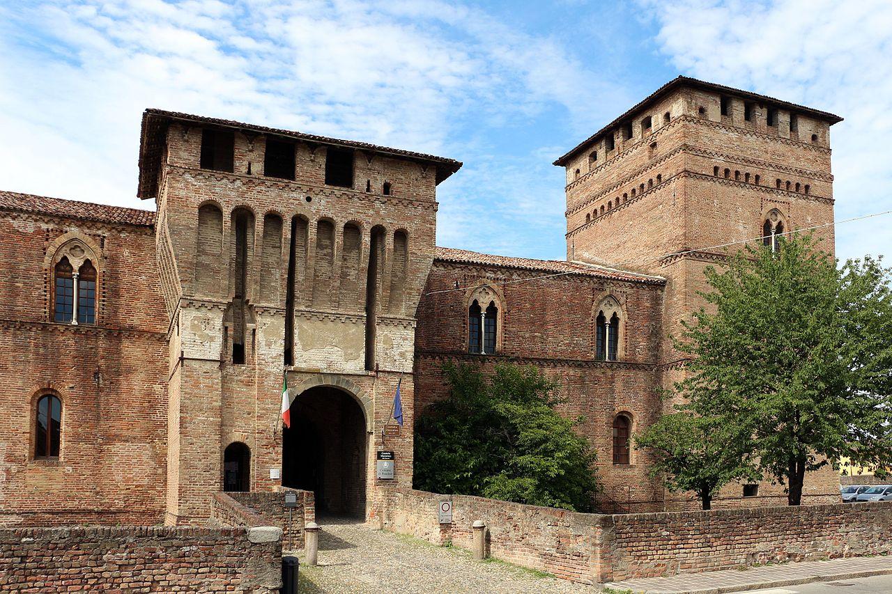 Rocca visconti di pandino, externo 04.jpg