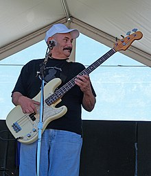 Estrada playing bass guitar 2006