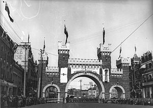 Royal tours of Canada by the Canadian Royal Family - A triumphal royal arch in Winnipeg, to celebrate the visit of The Duke and Duchess of Cornwall and York in 1901