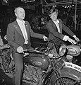 Rutger Hauer (links) en Jeroen Krabbé op motor bij aankomst, Bestanddeelnr 929-3579.jpg