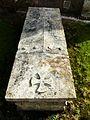Saint-Sauveur (Dordogne) église tombe (2).JPG