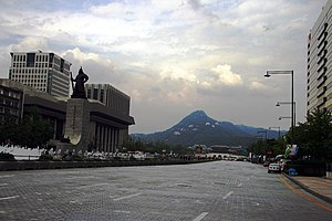 Sejongno - Sejongno in 2012, after the deduction from 16-lanes to 10-lanes of traffic, following the construction of Gwanghwamun Plaza with the statues of the Admiral Yi Sun-sin on the left