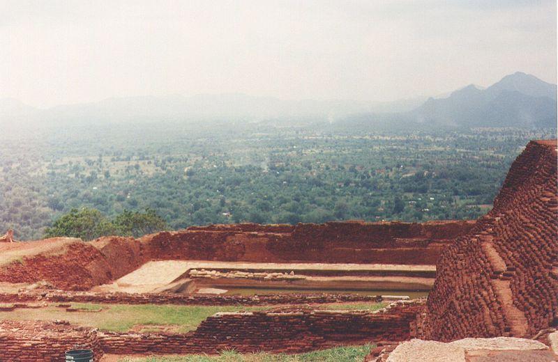 Файл: Sigiriya саммите ruins2.jpg