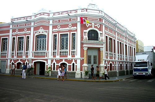 A historical building in downtown Sobral Sobral-centro-linguas.jpg