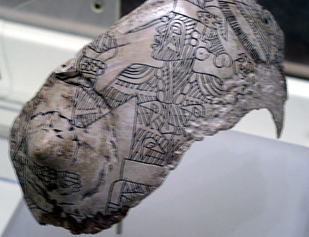 Engraved whelk shell from the Craig Mound showing a tattooed figure Spiro s.e.c.c. tattooed figure HRoe 2005.jpg
