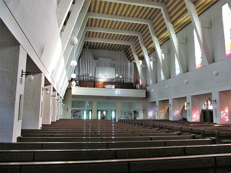 Datei:St. Ingbert Pfarrkirche St. Hildegard Innen 03.JPG