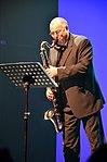 """Stadtkulturpreis Hannover 2013 (107) Der Musiker Lothar Krist eröffnete die Preisverleihung mit der """"Loccumer Messe"""" auf der Bassklarinette.jpg"""