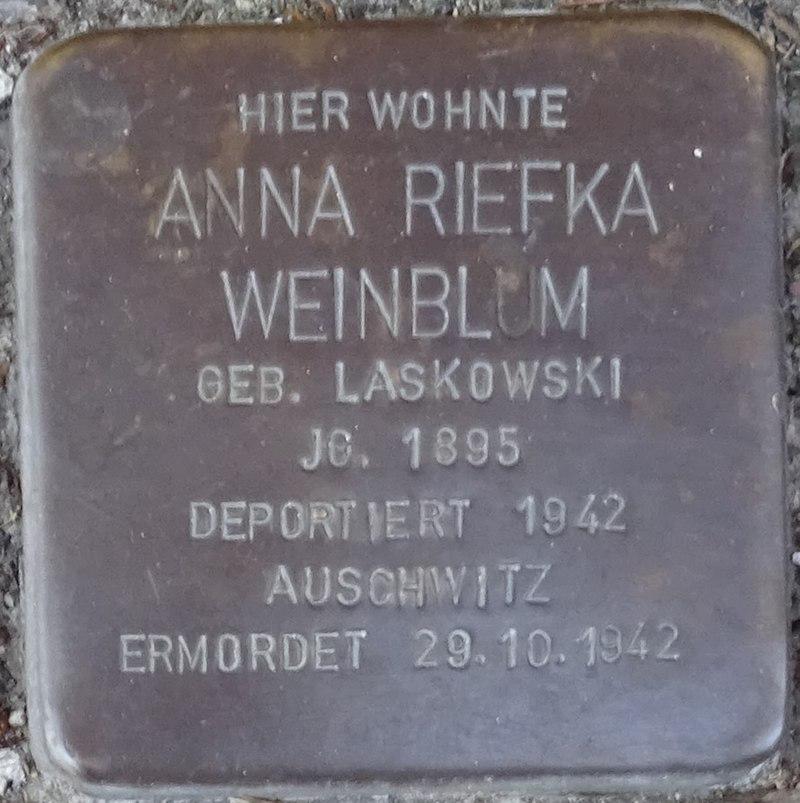 Stolpersteine Alsdorf Anna Riefka Weinblum Robert-Koch-Strasse 29.jpg
