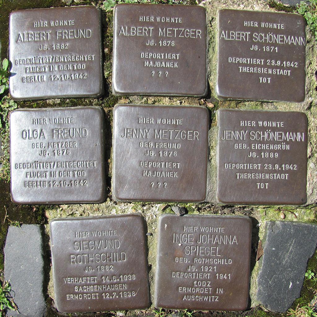 Stolpersteine für Albert und Olga Freund, Albert und Jenny Metzger, Siegmund Rothschild, Albert und Jenny Schönemann und Inge Johanna Spiegel