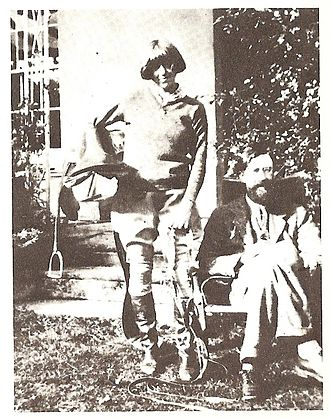 Lytton Strachey - Dora Carrington and Lytton Strachey at Ham Spray