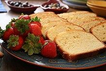 Strawberries and pound cake, September 2007.jpg