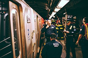 Suicide methods - Members of the New York City Police Department Emergency Service Unit investigate a subway suicide on the Lexington Avenue – 53rd Street subway platform