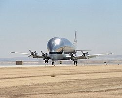 Super Guppy N941 NASA landing.jpg