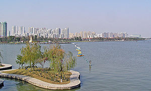 The park with the west bank of Jinji Lake