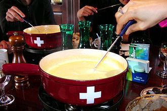 Fondue - Image: Swiss fondue 2