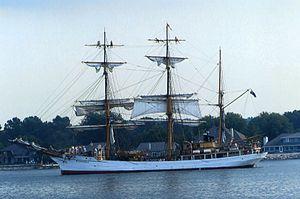 Tall Ship cruise, Sturgeon Bay canal, 2006.jpg