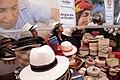 Tejido tradicional del sombreo de paja toquilla (8562967845).jpg