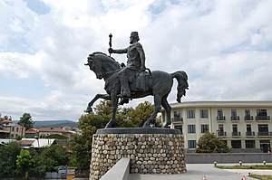 Military history of Georgia - Statue of Heraclius II in Telavi