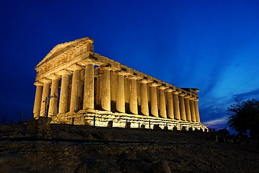 Temple of Concordia in Sicilia at night 02