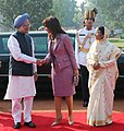 The President of Argentina, Ms. Cristina Fernandez De Krichner being welcomed by the Prime Minister, Dr. Manmohan Singh, at the Ceremonial Reception, at Rashtrapati Bhavan, in New Delhi on October 14, 2009.jpg