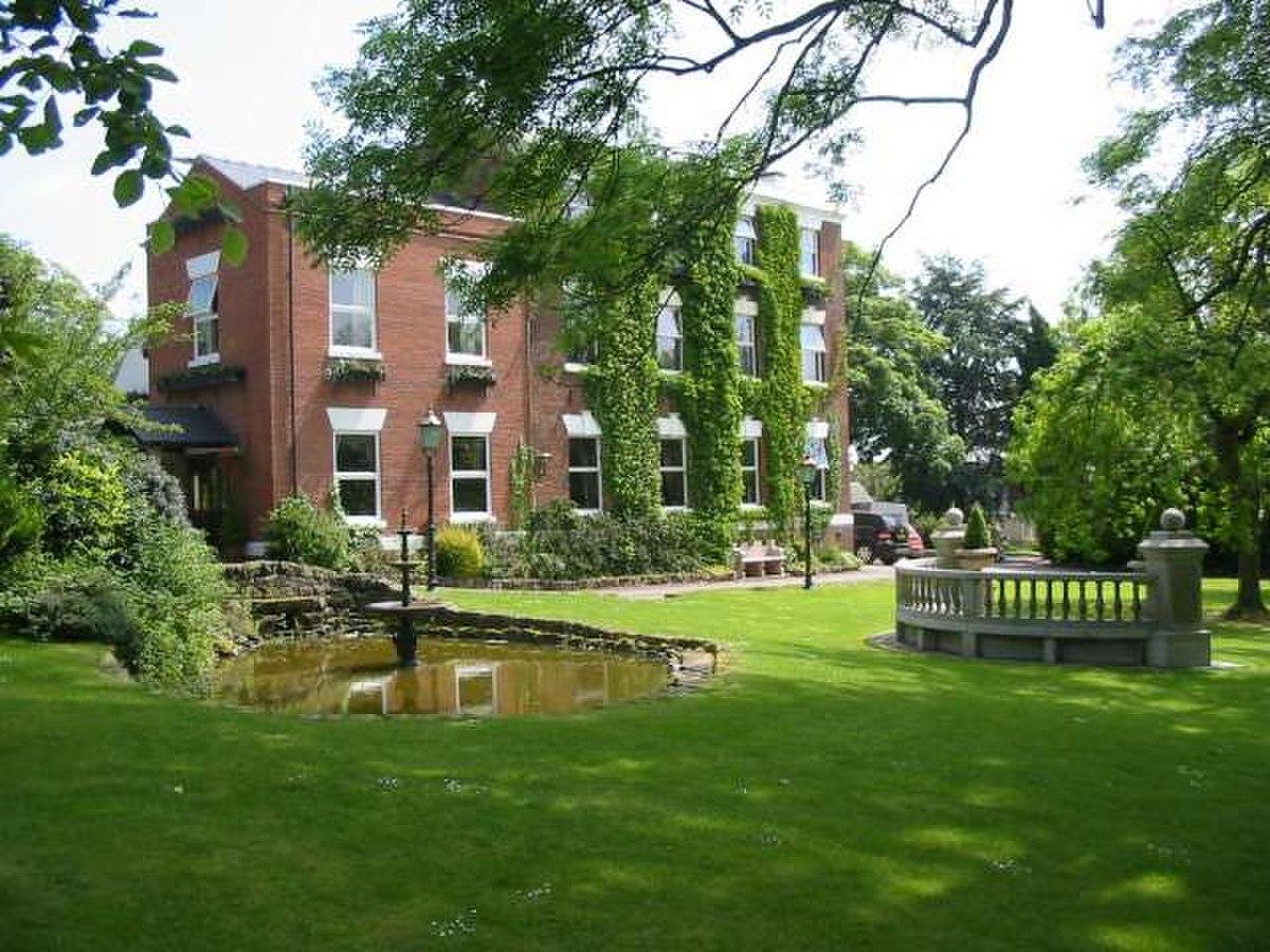 Thornbury Hall - geograph.org.uk - 458904.jpg