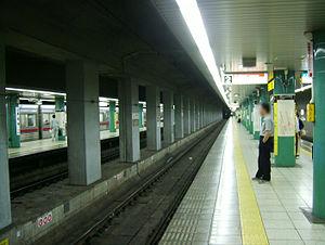 Sengakuji Station - The platform