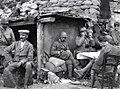 Toscanini con soldati italiani agosto1917.jpg