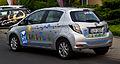 Toyota Yaris Hybrid Life (XP130) – Heckansicht, 18. Juni 2012, Düsseldorf.jpg