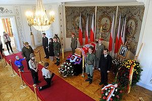Ryszard Kaczorowski - Kaczorowski coffin displayed at Belweder