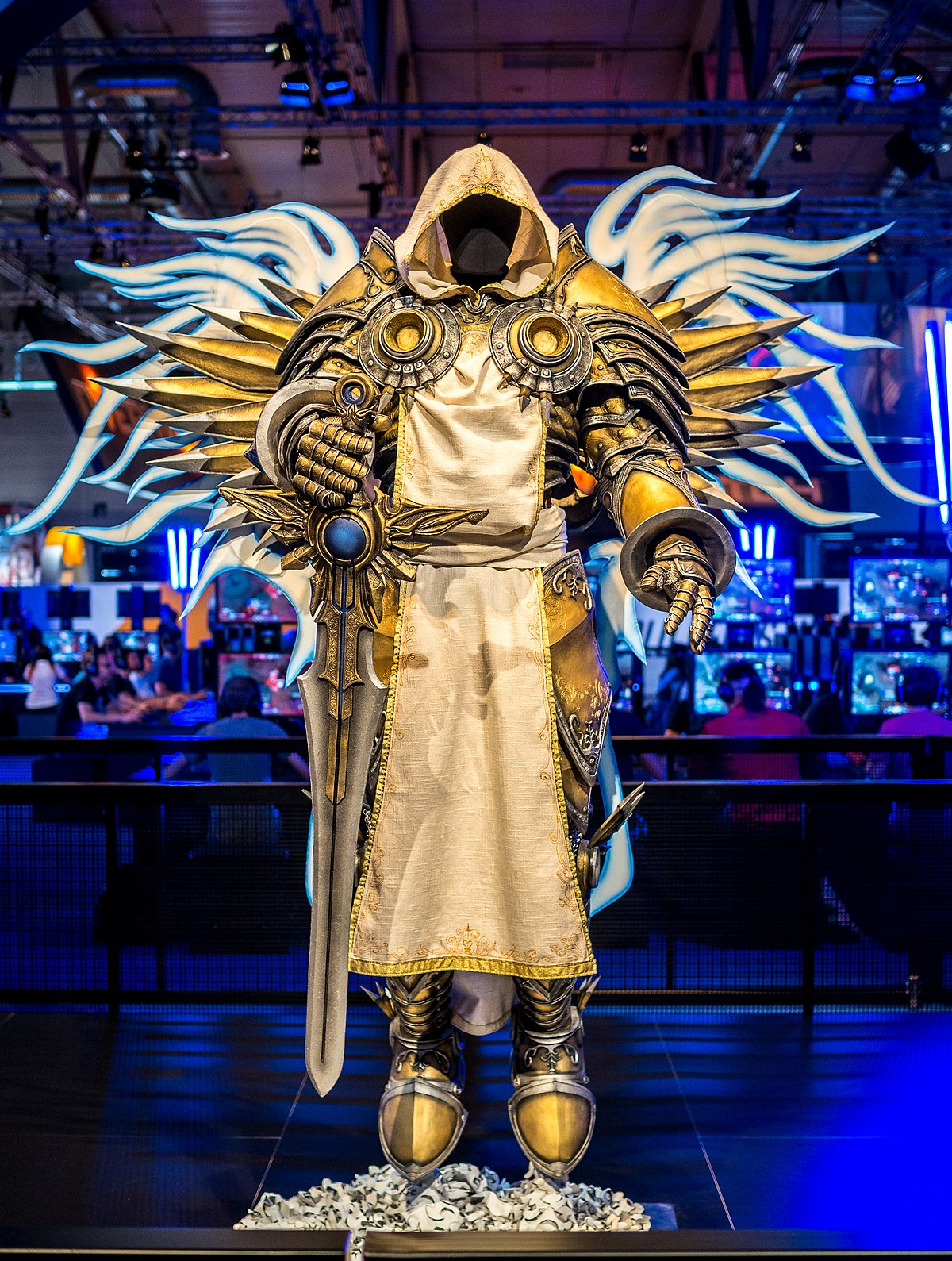 File Tyrael From Heroes Of The Storm At Gamescom 2015 19808209243 Jpg Wikimedia Commons Among the angels it is the archangel of justice tyrael who is humanity's greatest defender. heroes of the storm at gamescom 2015