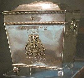 Tzedakah (charity) box, Charleston, 1820, silver, National Museum of American Jewish History.JPG