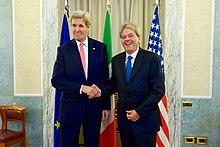 Il ministro Gentiloni con il segretario di Stato statunitense John Kerry