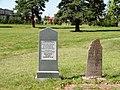 Ukmergė, žydų senosios kapinės. Antkapis.JPG