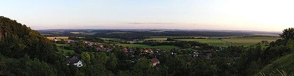 Výhled z poklony (panorama).jpg