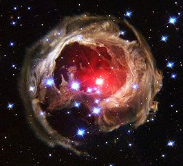V838, Hubble images cropped.jpg