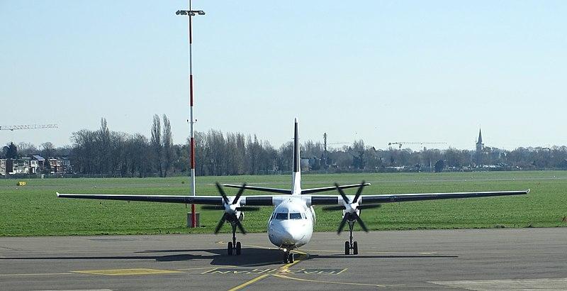 File:VLM Fokker F50 OO-VLI arriving at Antwerp 04.jpg