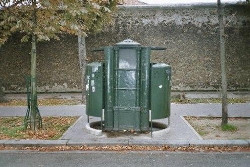 http://upload.wikimedia.org/wikipedia/commons/thumb/5/5f/Vespasienne_du_boulevard_Arago.jpg/495px-Vespasienne_du_boulevard_Arago.jpg