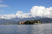 View of the Isola Bella and Isola dei Pescatori - panoramio.jpg