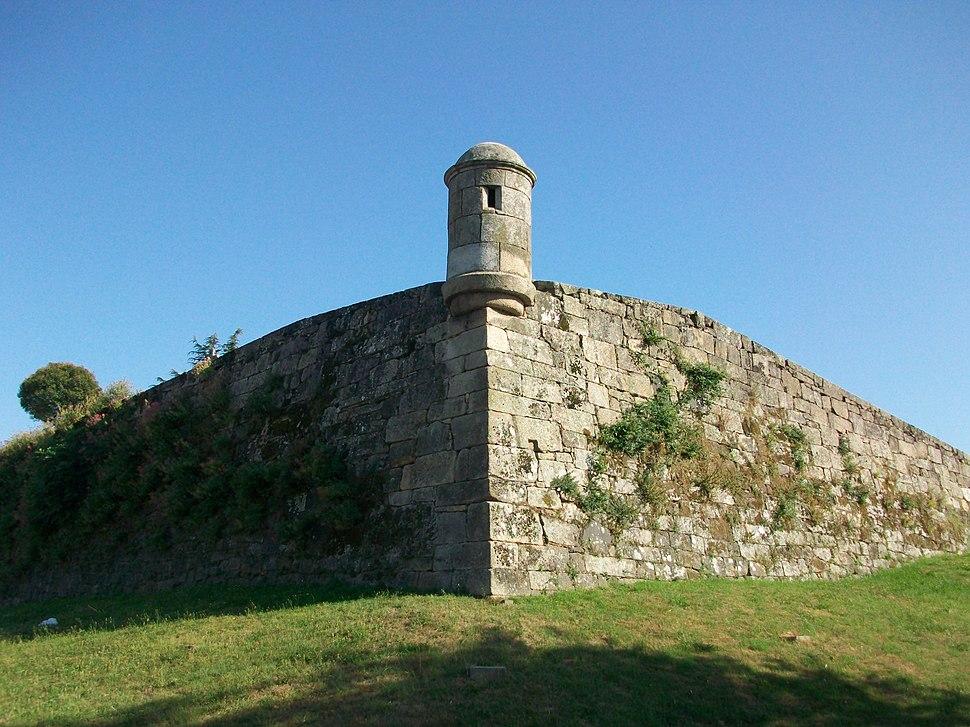 Vigo, fortaleza de San Sebastián, muralla - panoramio