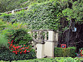 Villa san michele, giardino ovest, statuetta di scimmia.JPG