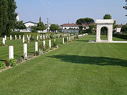Villanova Commonwealth War Cemetery - panoramio - ЭЯMДИИФ БIFFI.jpg
