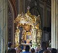 Virgen de La Chinita y feligreses.JPG
