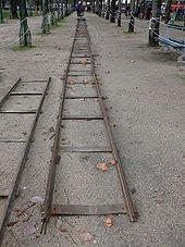 Photo de deux rails de chemin de fer.