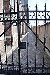 wlm - ruudmorijn - blocked by flickr - - dsc 0198 begraafplaats (toegangshek naast de h. gummaruskerk rm 521492), dorpsstraat 58, wagenberg, rm 526070