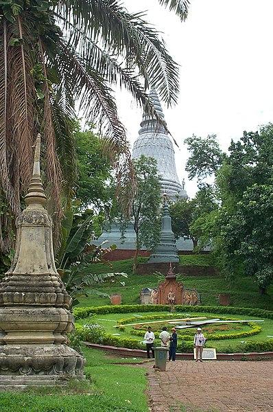 File:Wat Phnom-Phnom Penh-Cambodia.jpg