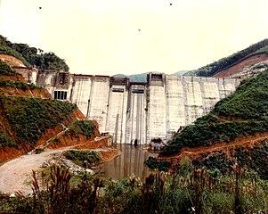 Represa fluvial