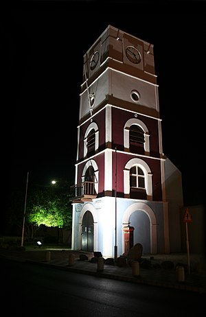 Aruba Police Force - Image: Willem III Tower at Fort Zoutman at night