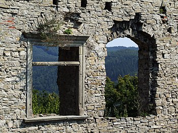 English: Windows in Hukvaldy castle