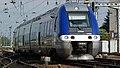 X76749-750 à l'entrée de la gare d'Amiens.JPG
