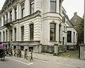 Zicht op een gedeelte van de voorgevel met balkon en de rechter zijgevel met erkers - Tilburg - 20388604 - RCE.jpg
